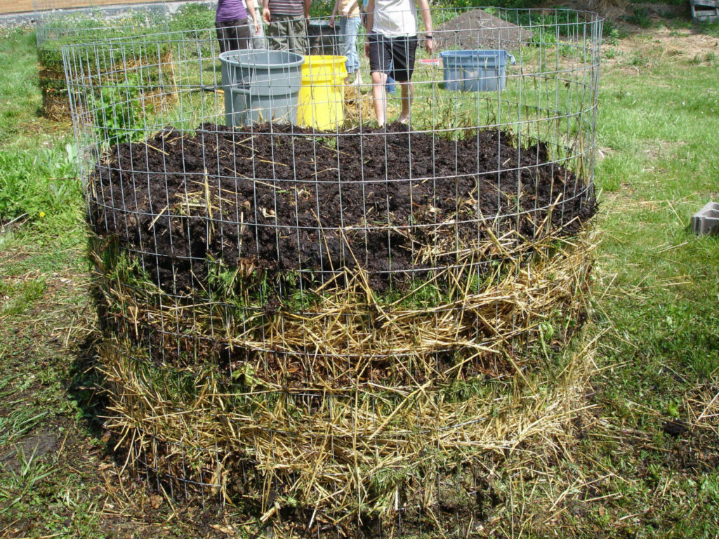 Wire-Fence-Compost-Bin
