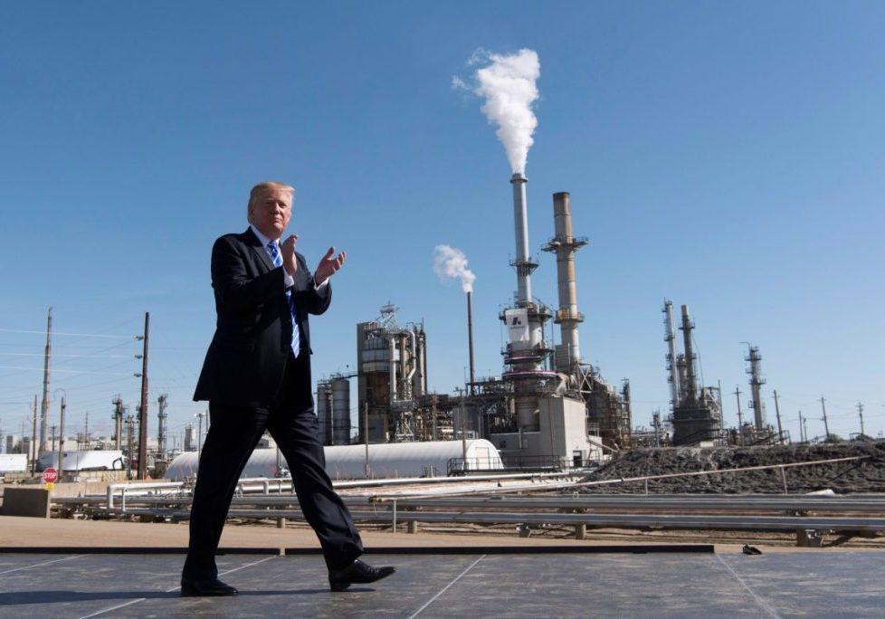 president-trump-walks-by-andeavor-oil-refinery-north-dakota-9-7-17